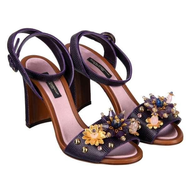 Riemen-Sandalen mit Absatz aus Leder mit Eidechse Struktur mit floralem Schmuck aus Perlen, Kristallen und Nieten in Lila von DOLCE & GABBANA Black Label