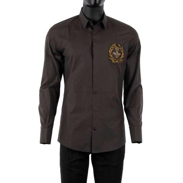 Tuxedo Hemd aus Baumwolle mit kurzem Kragen, verdeckter Knopfleiste und Biene und Krone Wappen Stickerei in Gold aus Metall von DOLCE & GABBANA - GOLD Line