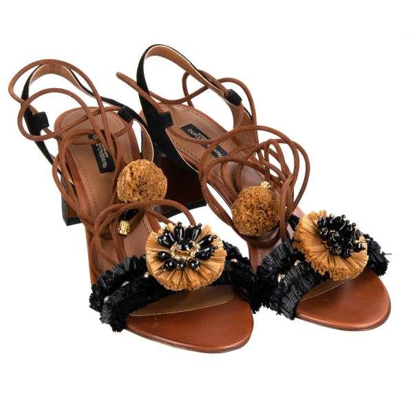 KEIRA Strap Pumps / Sandalen aus Stroh und Leder, beschmückt mit Kristallen und Pom Poms in Schwarz von DOLCE & GABBANA Black Label