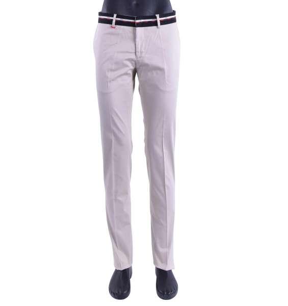Schmal geschnittene klassische Hose aus Baumwolle mit Kontrast-Gürtellinie und Logo-Print von MOSCHINO First Line