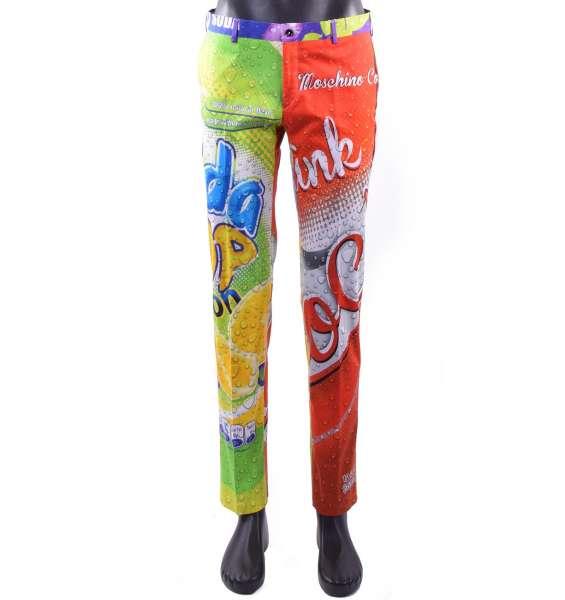 """Schmal geschnittene Hose im Chino-Stil für Männer mit """"Soda Pop"""" Print von MOSCHINO COUTURE"""